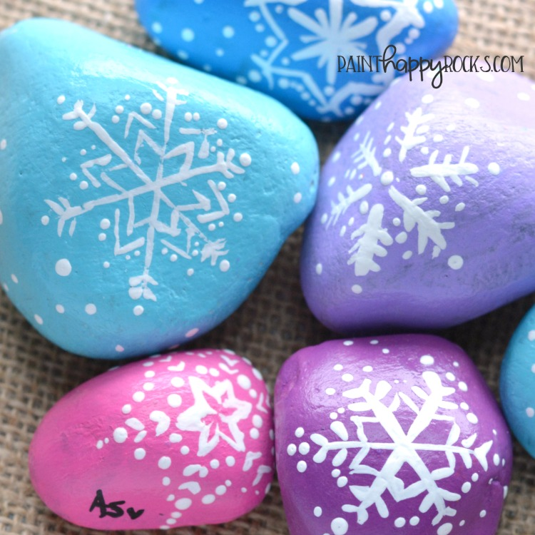 Easy Painted Stone Ideas | Snowflakes at painthappyrocks.com #PaintHappy #PaintHappyRocks #PaintedStones #RockPainting #KindnessRocks